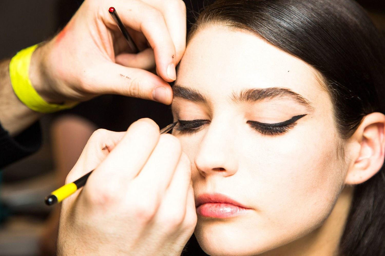 Najpopularniejsze triki makijażowe. Sprawdź, czy znasz wszystkie