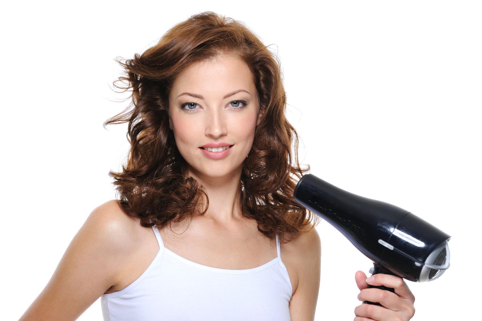 Suche włosy i rozdwojone końcówki. Czyli kiedy kupić nową suszarkę?