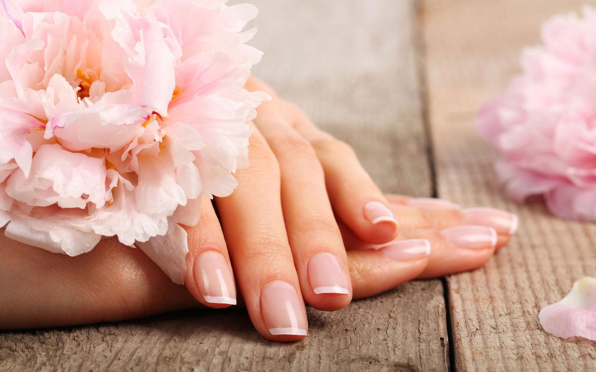 Masz przebarwienia na paznokciach? Sprawdź, co to oznacza