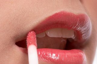 Błyszczyk do ust – wymarzony kosmetyk dla kobiet