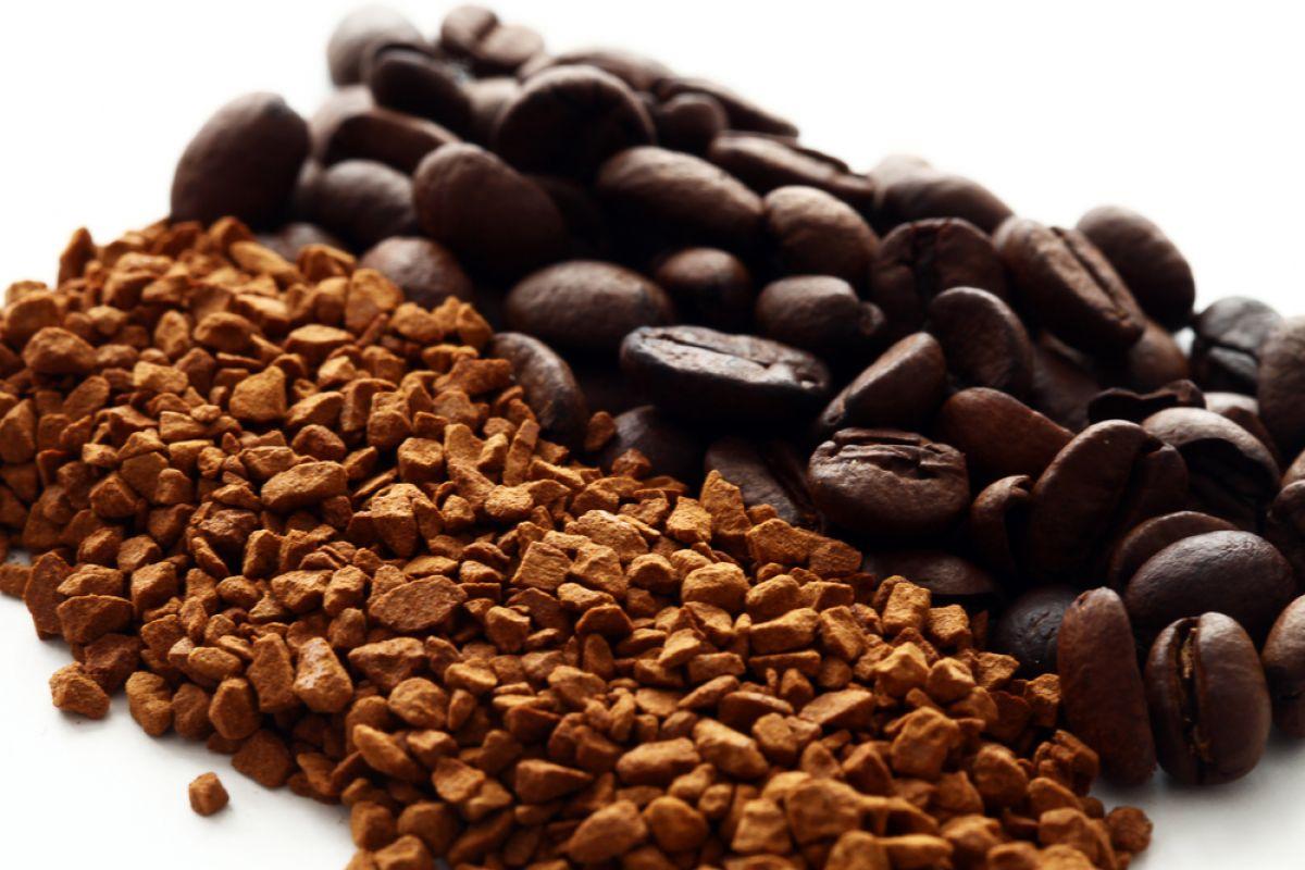 Jak zrobić domowy samoopalacz z kawy, herbaty i kakao?