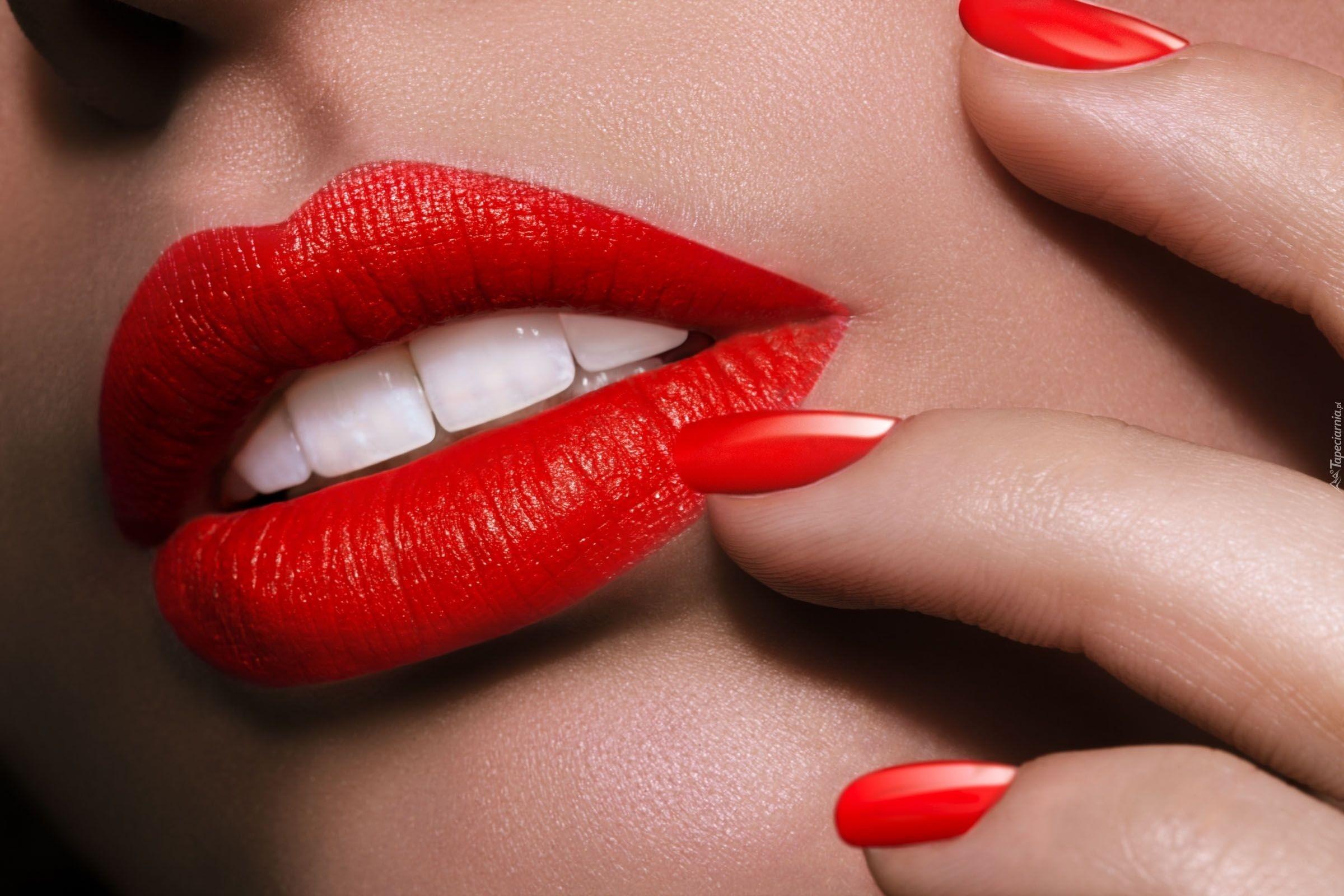 Kosmetyki w odcieniach czerwieni – dlaczego są ponadczasowe?
