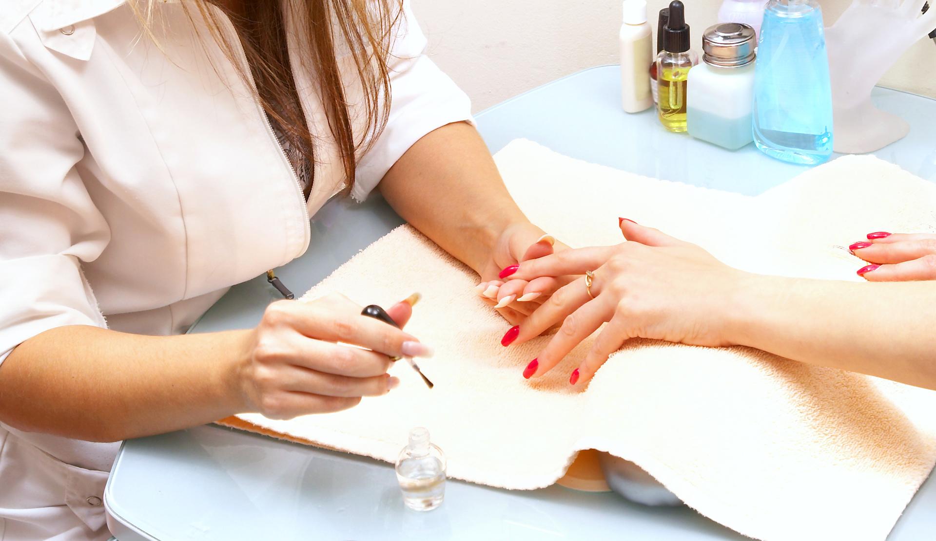 Sprawdzone sposoby na mocne i zdrowe paznokcie