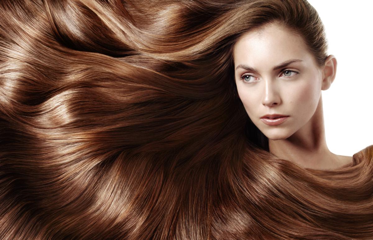 Emolienty, proteiny i humektanty ‒ ich rola w pielęgnacji włosów