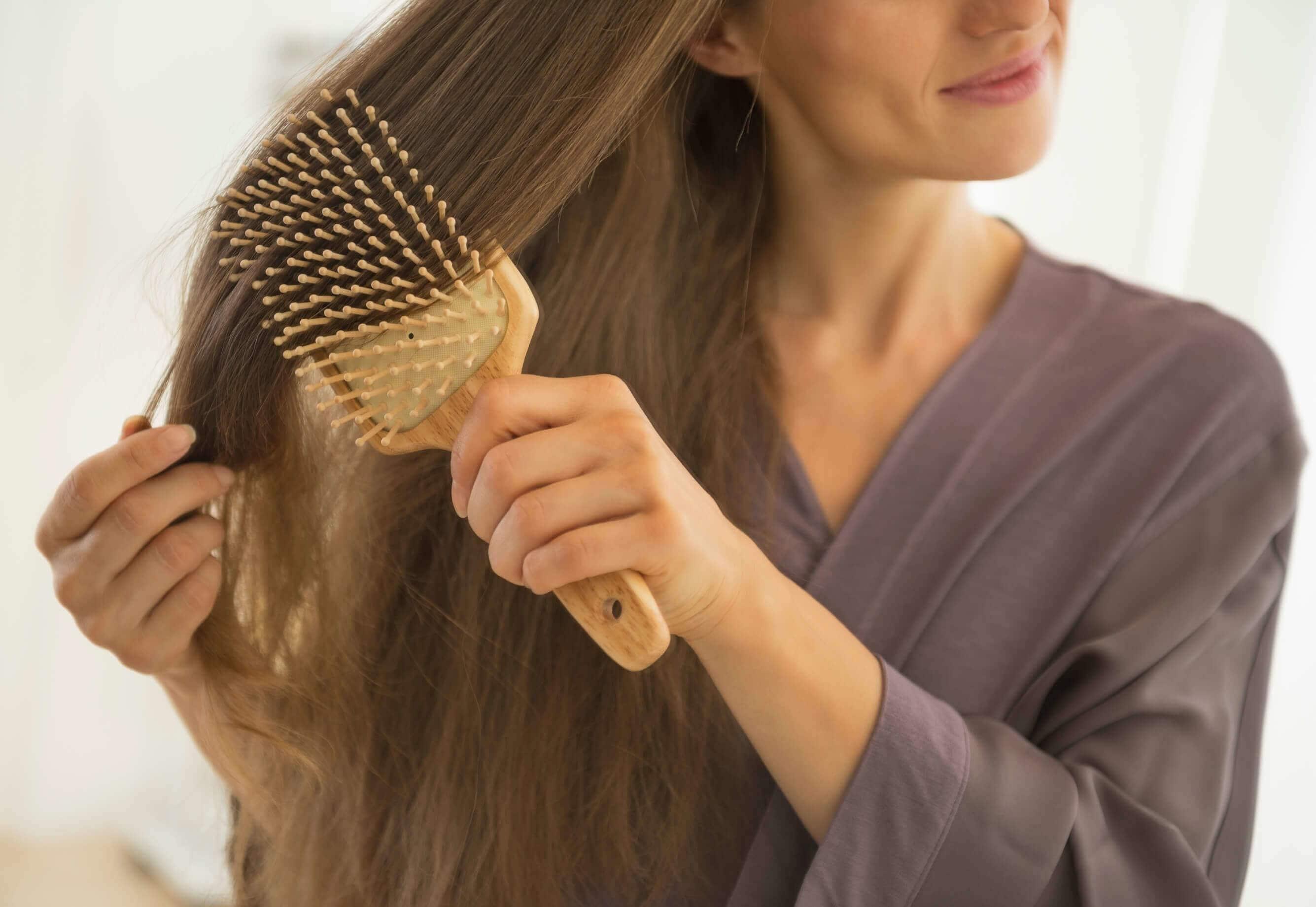 Akcesoria i produkty, które ułatwiają rozczesywanie włosów. Co wybrać?