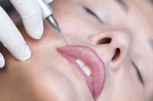 Makijaż permanentny ust – na czym polega i jakie efekty daje?