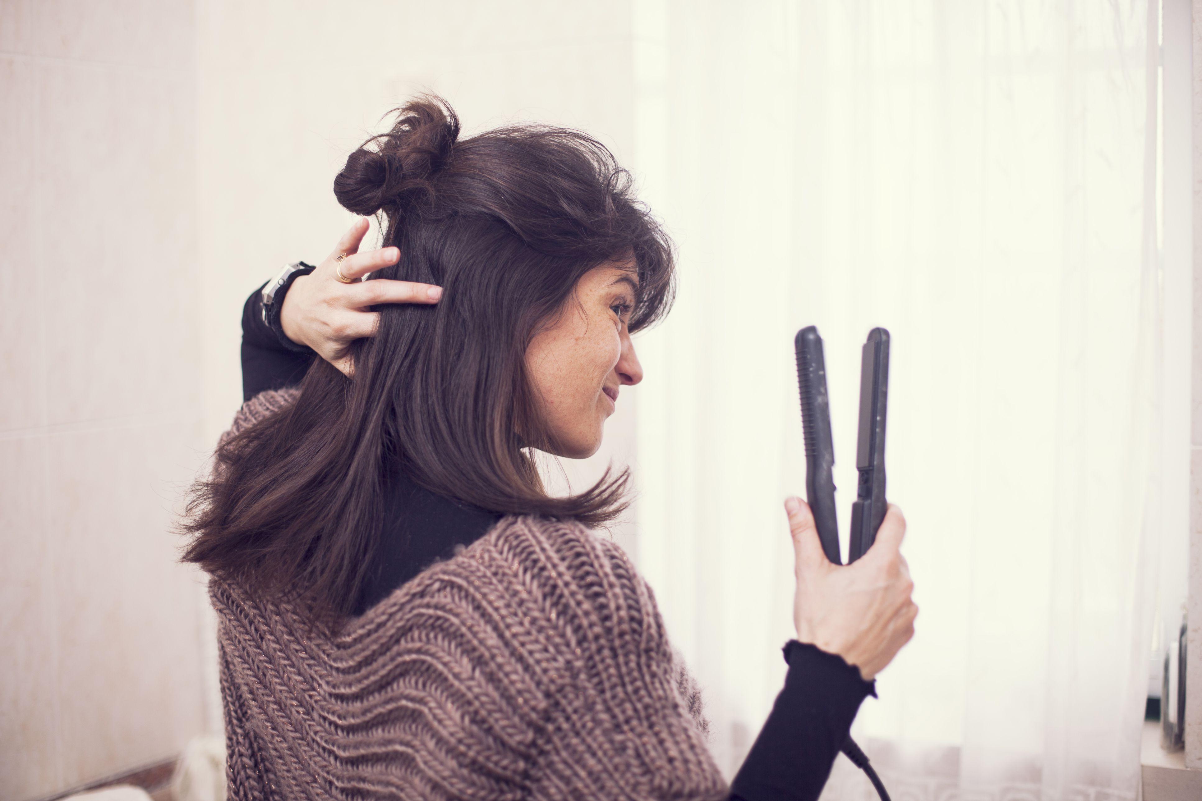 Błędy podczas prostowania włosów. Jak tego nie robić?