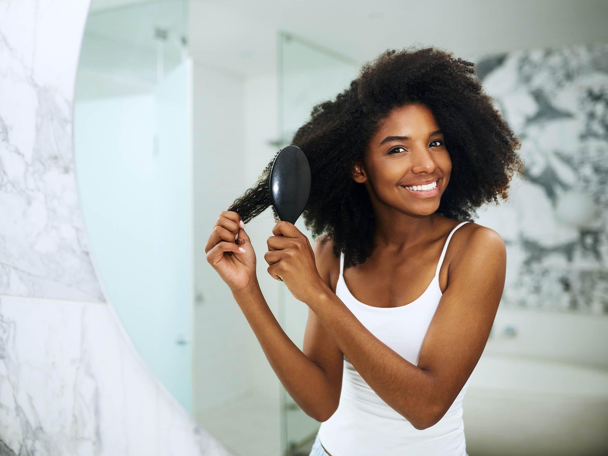10 ZASAD, o których trzeba pamiętać, by mieć piękne włosy przez cały rok