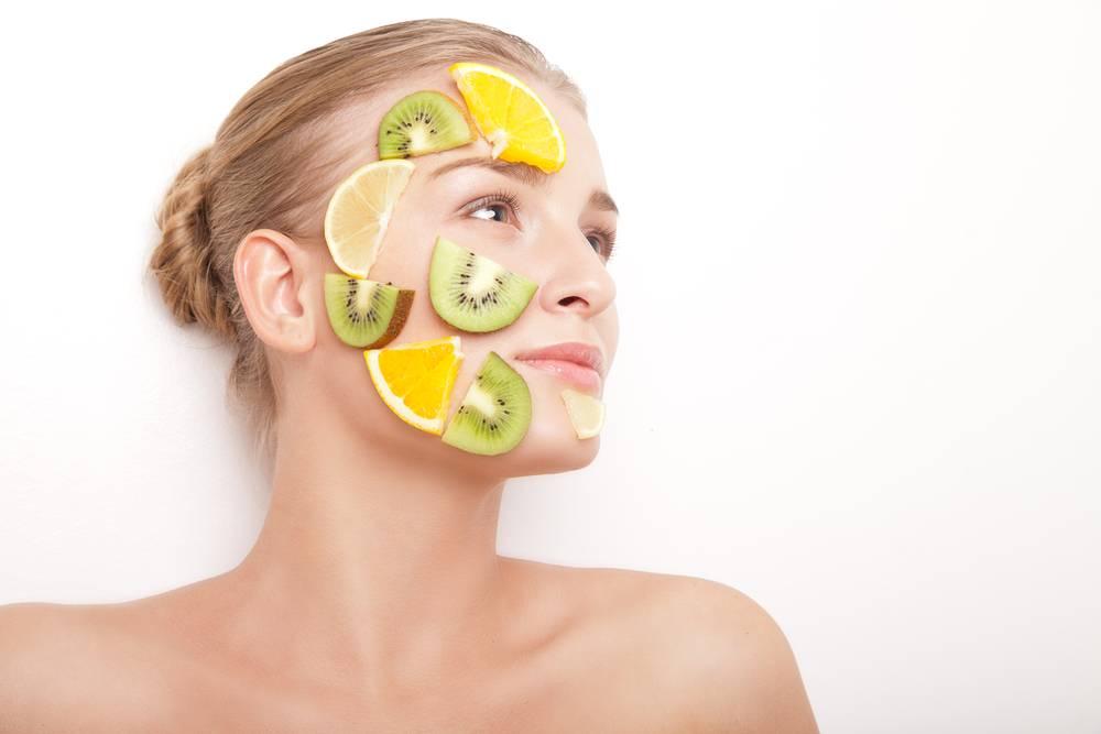 Witamina C w kosmetykach – formy, działanie, opinie
