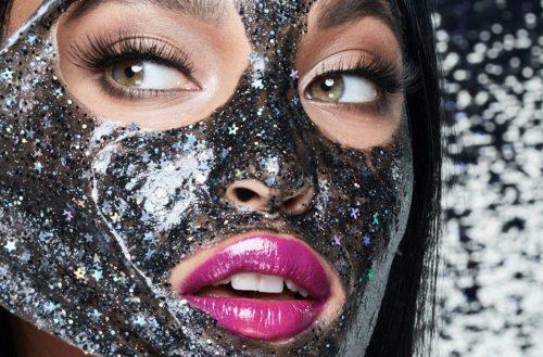 Glitter mask, czyli maseczki z brokatem. Poznaj, kosmetyczny hit prosto z Instagrama